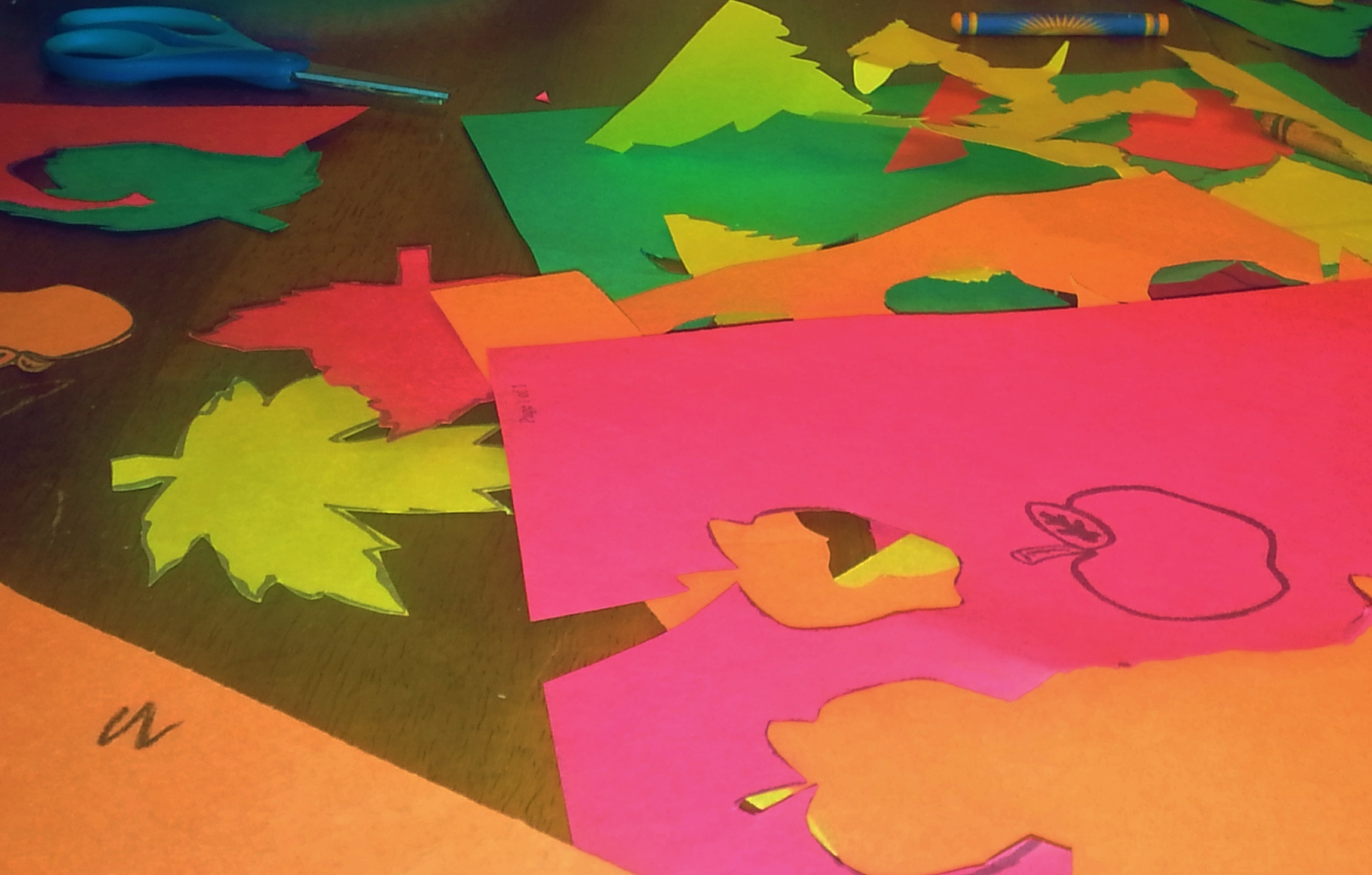 Easy kid s craft a moment for mom for Fall decorating ideas with construction paper